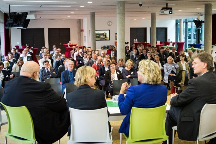 Dialoge für die Zukunft an Fachhochschulen in NRW