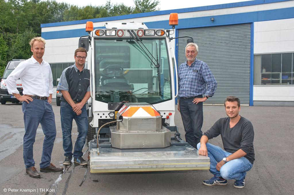 Der Straßenreinigungswagen wird für das Projekt gegen Straßenverschmutzung umgebaut (Bild: Peter Krempin | TH Köln)