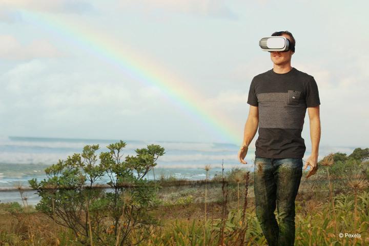 Studie der Rheinischen Fachhochschule NRW untersucht das Potenzial von Virtual und Augmented Reality in Unternehmen (Bild: Pexels)