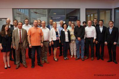 Partner der Hochschule Ostwestfalen-Lippe trafen sich zur Besprechung der nächsten Schritte im Projekt zur Qualitätssicherung von Lebensmitteln (Bild: CENTRUM INDUSTRIAL IT)