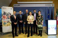 Die Preisverleihung für das Projekt EPICSAVE der H-BRS in der Staatskanzlei NRW (Bild: Staatskanzlei NRW)