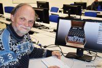 Prof. Dr. Walter Roth von der FH Südwestfalen mit der grafischen Darstellung der Enigma (Bild: FH Südwestfalen).
