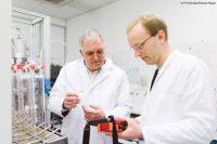 Dank des neuen Projekts InnoBio der FH Münster kann das Forschungsteam Laborprojekte in größeren Maßstäben überprüfen (Bild: FH Münster/Robert Rieger).