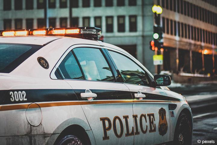 Langzeitstudie UMFELDER - Wie fremdenfreundlich oder fremdenfeindlich sind angehende Polizistinnen und Polizisten? (Bild: pexels).