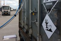 Frachtsicherheit - Gefahrstoffcontainer mit Vorrichtung zum Absaugen von Luft und Staubpartikeln. Diese werden dann mit mehreren Systemen auf volatile Substanzen, Drogen und Explosivstoffe getestet (Foto: IDT).