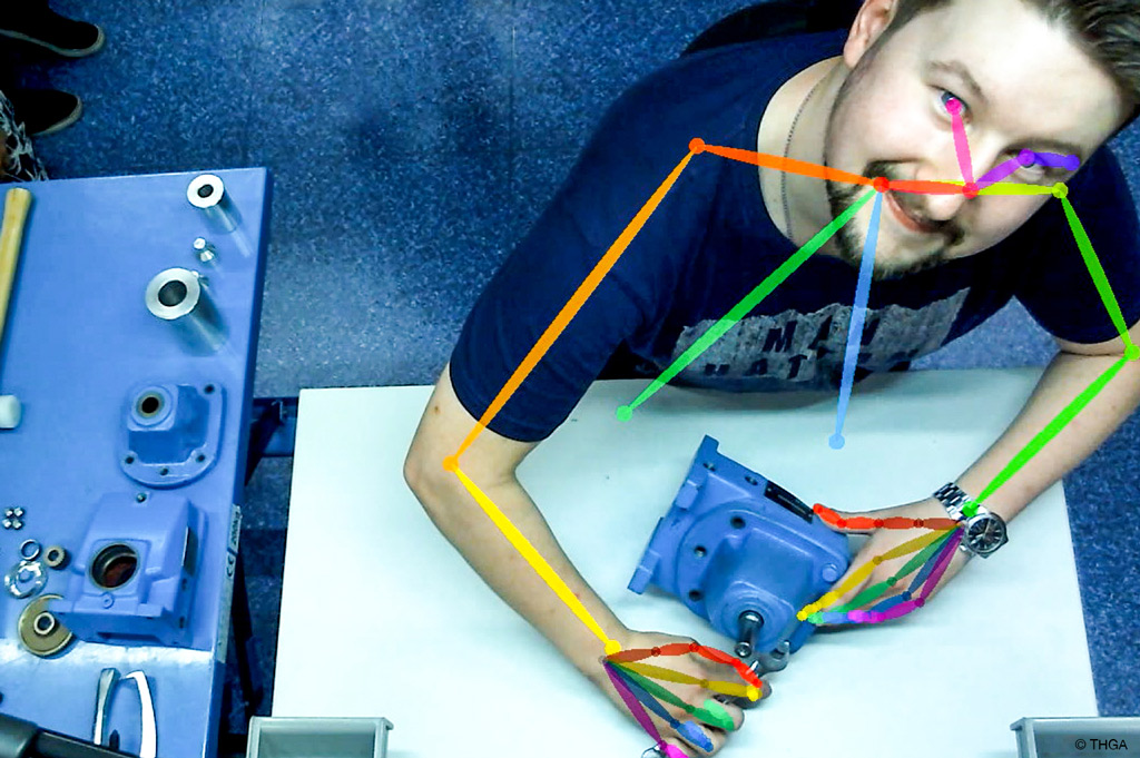 """Jeder Handgriff von THGA-Student Daniel Szczebiot wird von """"Open pose"""" erfasst und ausgewertet (Bild: THGA)."""