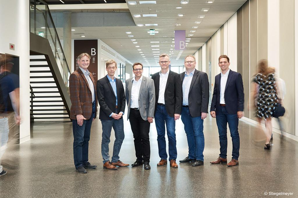 Die Kooperationsmitglieder von Stiegelmeyer und der FH Bielefeld zur Erforschung von mehr Lebensqualität in Kliniken (Bild: Stiegelmeyer).
