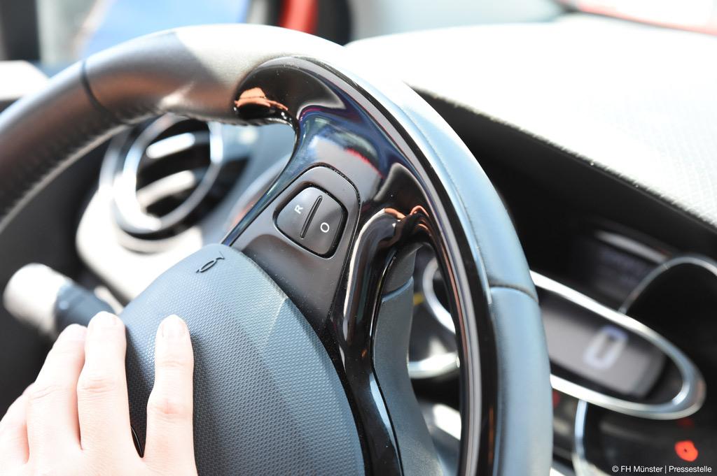 Vier unterscVerbundprojekt mit FH Münster verbessert die Oberflächenbearbeitung per Laser für die Automobilindustrie (Bild: FH Münster | Pressestelle).