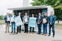 EnerPrax ist jetzt dabei. Dr. Heinrich Dornbusch (3.v.l.) überreichte den Beteiligten des Forschungsprojektes die Urkunde (Bild: FH Münster | Maxi Krähling).