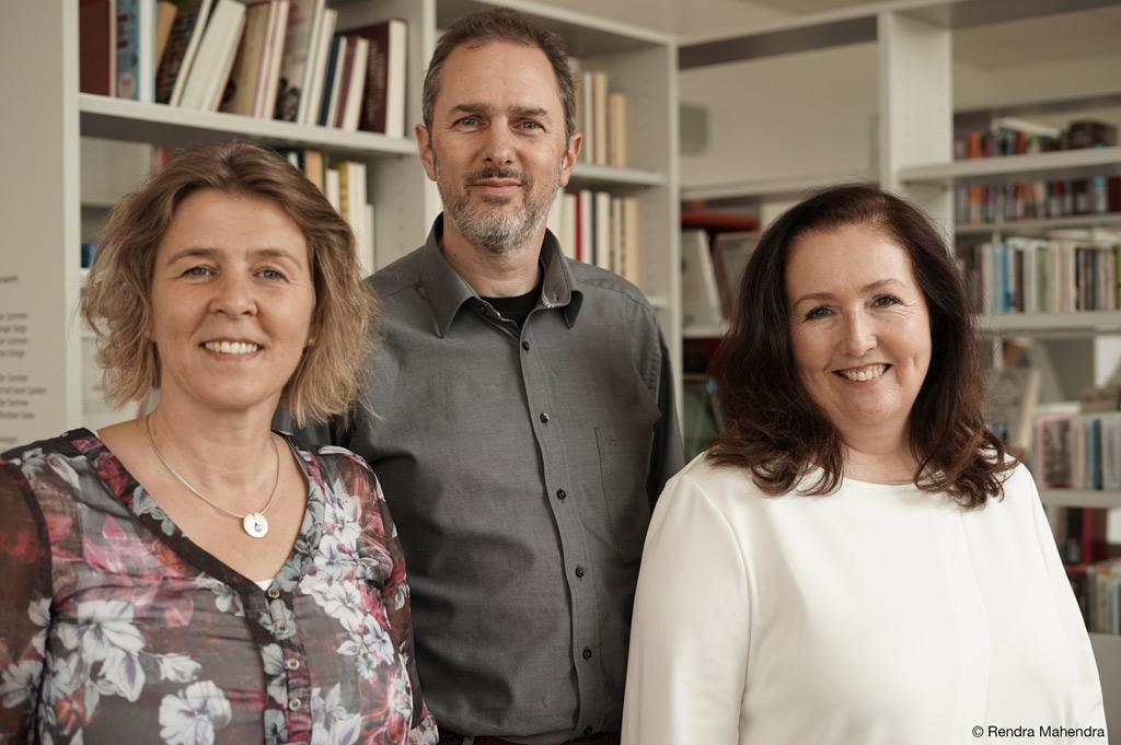 Das Direktorium von ZIEL: (von links) Prof. Dr. Iris Groß, Prof. Dr. Marco Winzker, Andrea Schröder (Foto: Rendra Mahendra).