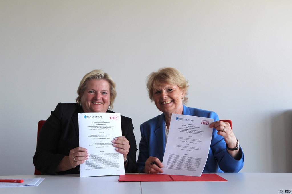 Die Vertragsunterzeichnerinnen: Prof. Dr. Brigitte Grass und die Vorstandvorsitzende der LEPPER Stiftung Doris G. Lepper - Zentrum für Digitalisierung (Bild: HSD).