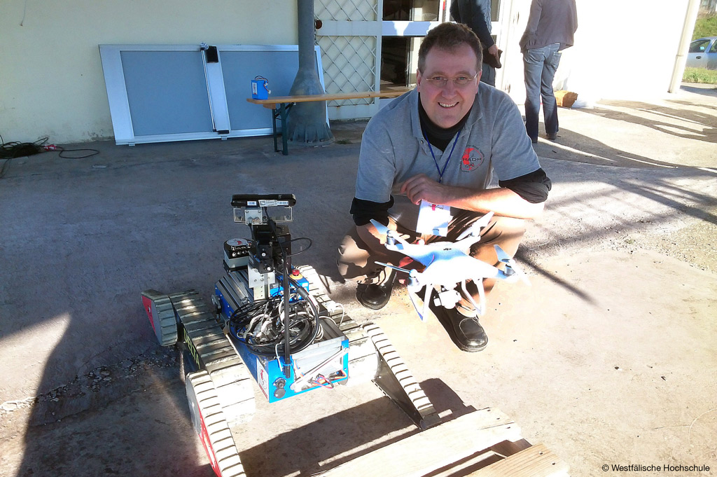 Prof. Dr. Hartmut Surmann von der Westfälischen Hochschule ist mit seinen Rettungsrobotern am Aufbau für das Kompetenzzentrum für Robotersysteme beteiligt (Bild: Westfälische Hochschule).