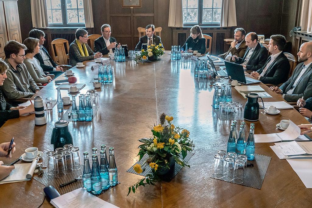 In einer Pressekonferenz in Herne erläuterten die Teams der beteiligten Hochschulen ihren Forschungsansatz zu R2Q (Bild: Stadt Herne/Thomas Schmidt).