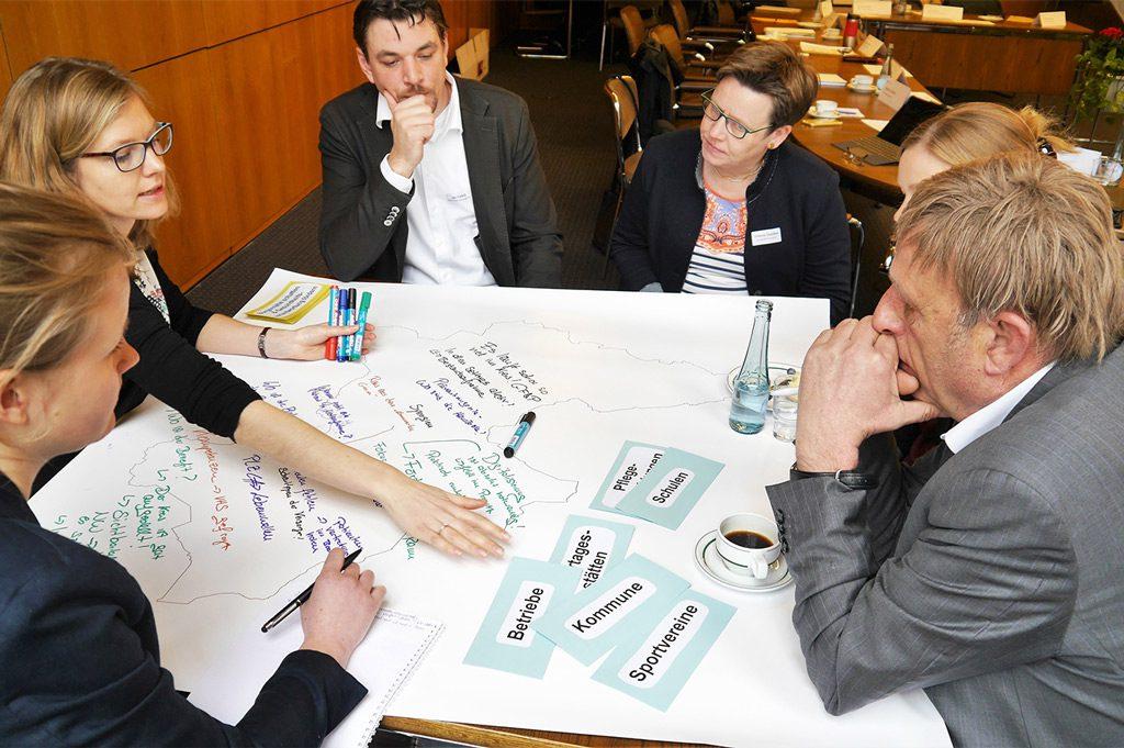 Im Kreishaus Borken nutzten die Partner das Treffen, um die Erwartungen und Wünsche in ihren jeweiligen Arbeitsbereichen zu äußern (Bild: FH Münster / Fachbereich Gesundheit).