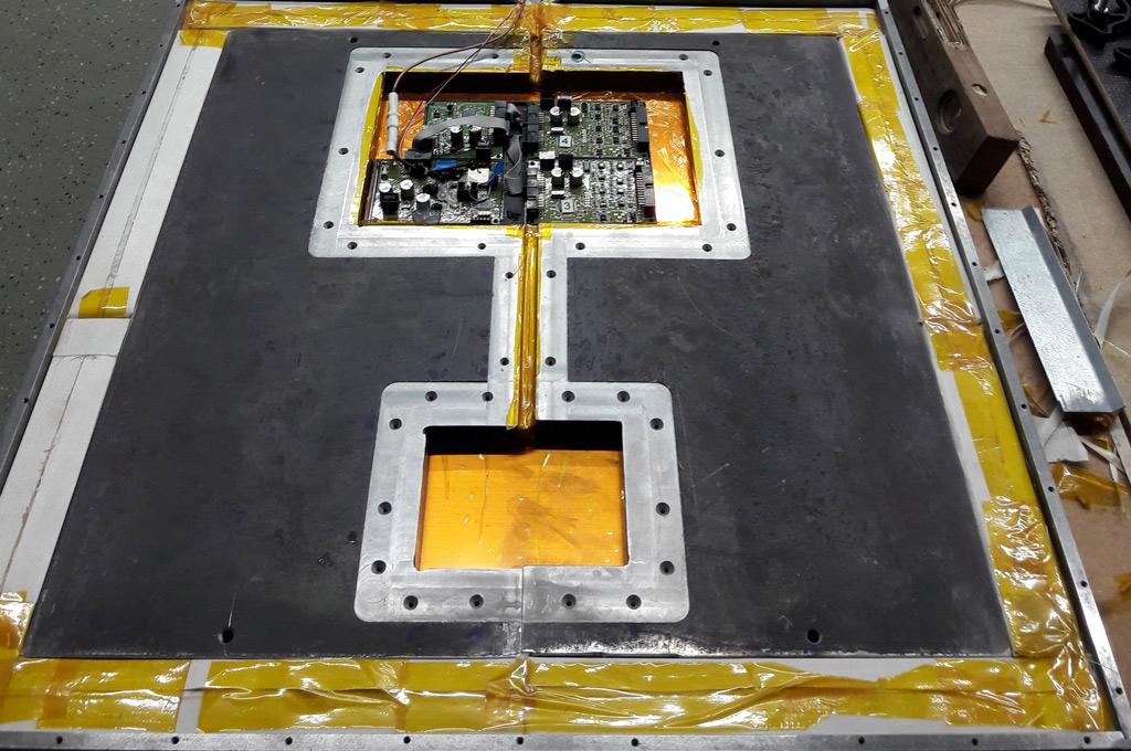 Messelektronik in einer Stahlplatte eingebettet. (Bild: FH Münster/Nico Volbert)