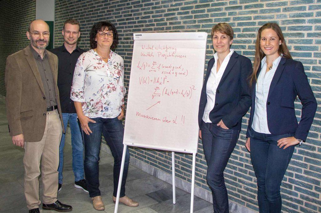 Prof. Dr. Christoph Dalitz, Jakob Görner, Prof. Dr. Regina Pohle-Fröhlich (alle Hochschule Niederrhein), Prof. Dr. Kirsten Albracht (FH Aachen) und Charlotte Richter (Deutsche Sporthochschule Köln). (Bild: HS Niederrhein)
