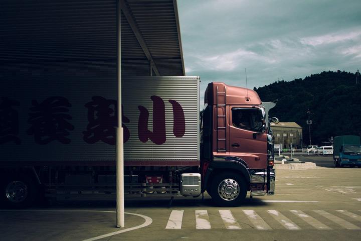 LKW beim Be- und Entladen