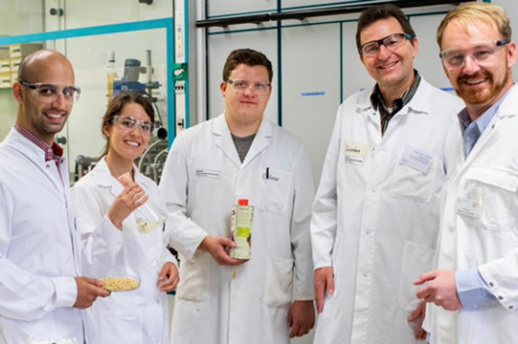Das Projektteam von Linopol: Valentin Gala Marti, Anna Coenen, Jan Drönner, Prof. Dr. Ulrich Schörken, Prof. Dr. Matthias Eisenacher (v.l.) (Bild: Michael Bause/TH Köln)