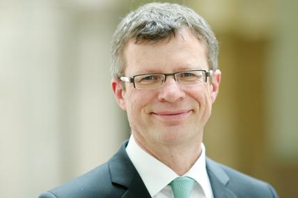 Prof. Dr. Klaus Becker | Ein Thema - zwei Stimmen