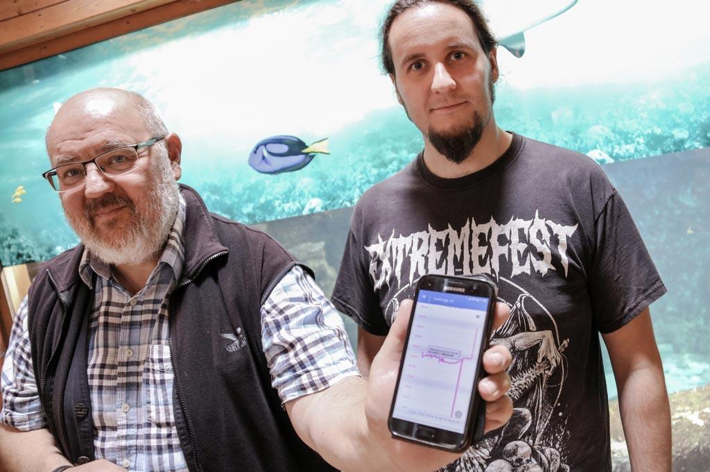 Prof. Dr. Bernd vom Berg und Masterstudent Philipp Krienke testen das THGA-System.