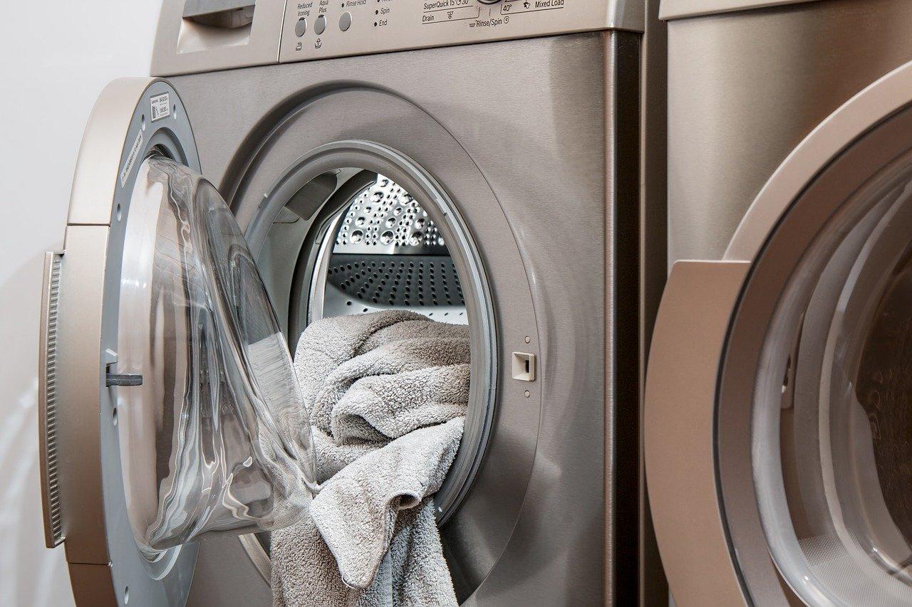 Weniger Mikroplastik-Ausstoß beim Textilwaschen