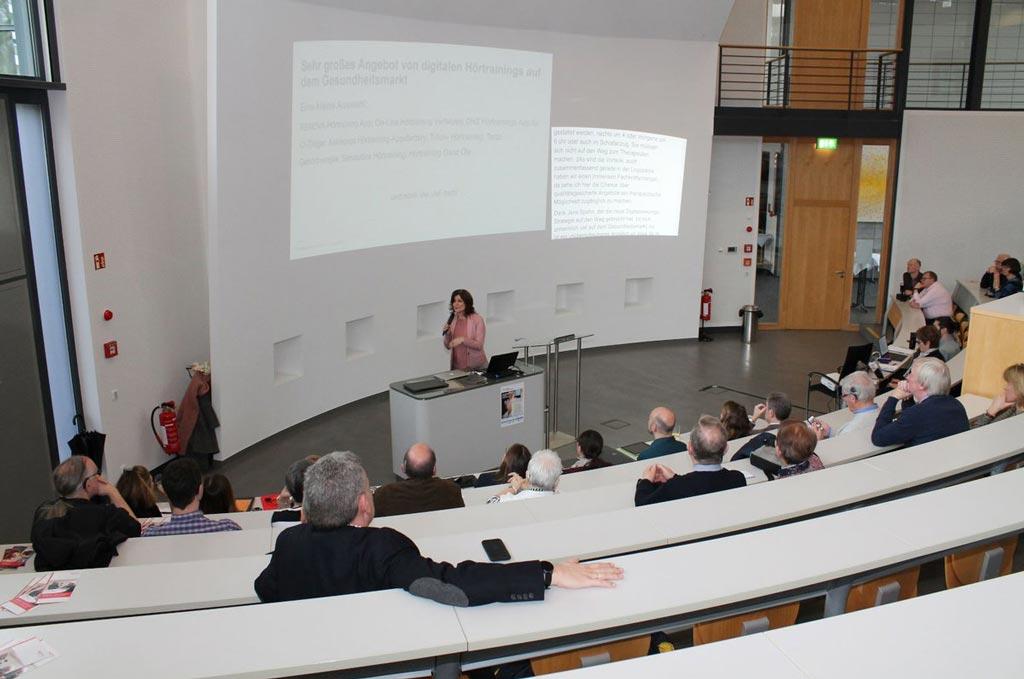 Im Hörsaalzentrum des Katholischen Klinikums Bochum wurde der Prototyp Train2hear vorgestellt.