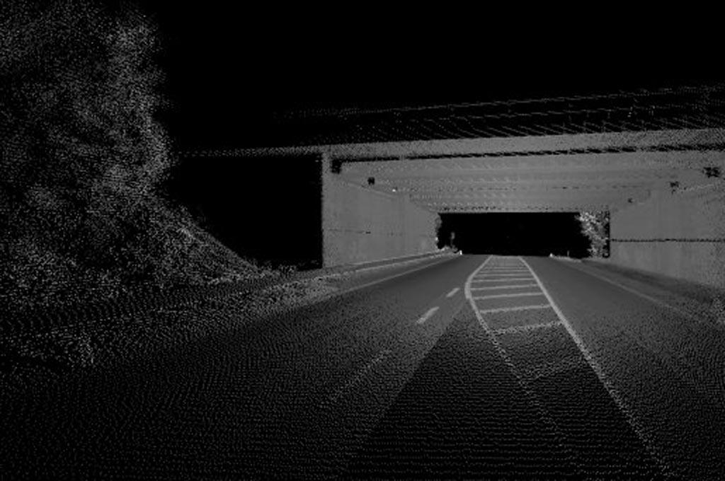 Beispiel für eine per 3D-Scantechnik erzeugte Punktewolke, aus der die Auswertungselektronik den vollständigen Verkehrsraum entlang der befahrenen Route generiert. (Bild: Sommer GmbH & Co. KG)