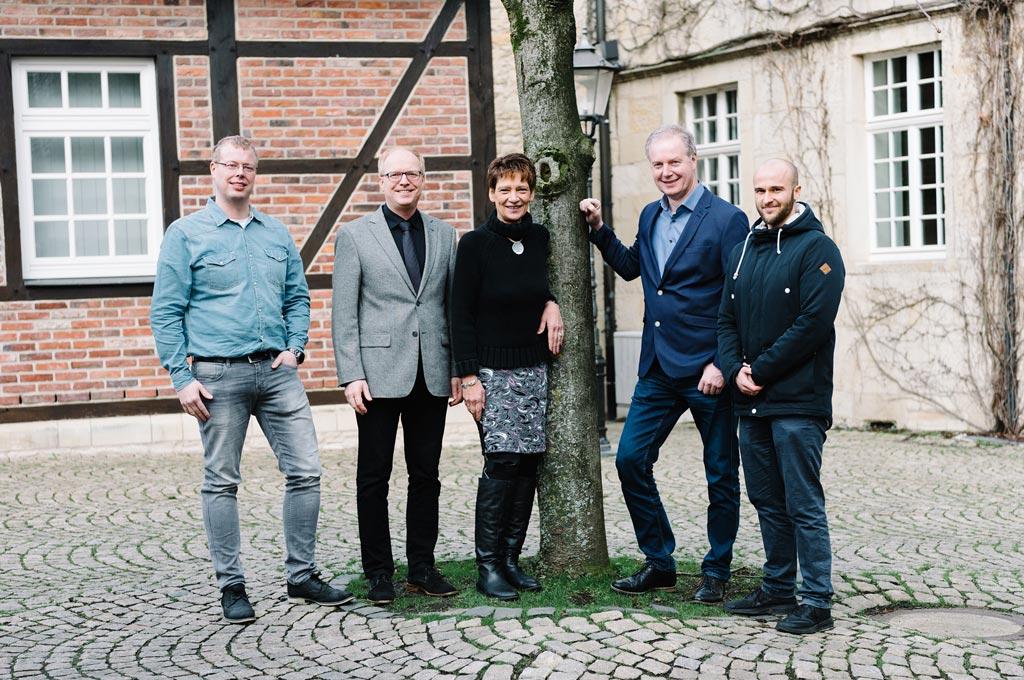 Die Projektpartner von BeGrüKlim (v.l.): Daniel Krüger (Betriebsleiter Gemeindewerke), Prof. Dr. Helmut Grüning (FH Münster), Bürgermeisterin Manuela Mahnke, Franz Humberg und Marius Ernst (beide Humberg).