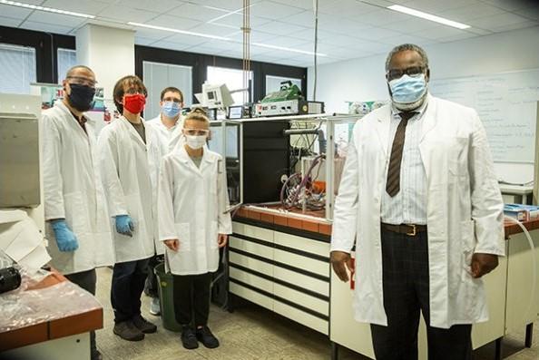 Das DeLiver-Team der TH Köln (v.r.): Prof. Dr. Ompe Aimé Mudimu, Christine Kleffner, Thomas Säger, Konrad Barth und Tobias Gleibs. (Bild: Heike Fischer | TH Köln).