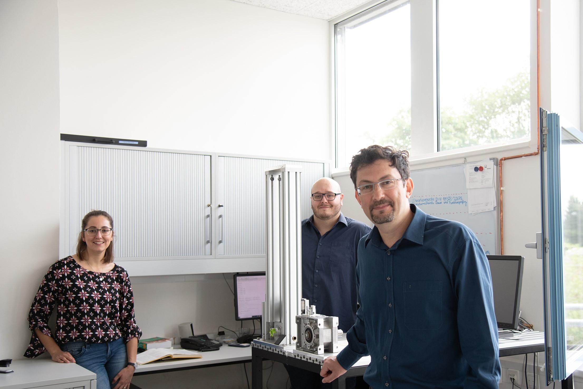 Sie arbeiten zusammen im Projekt SIGMA3D (v. l.): Ann-Kathrin Carl, Andre Hanekamp und Prof. Dr. David Hochmann.