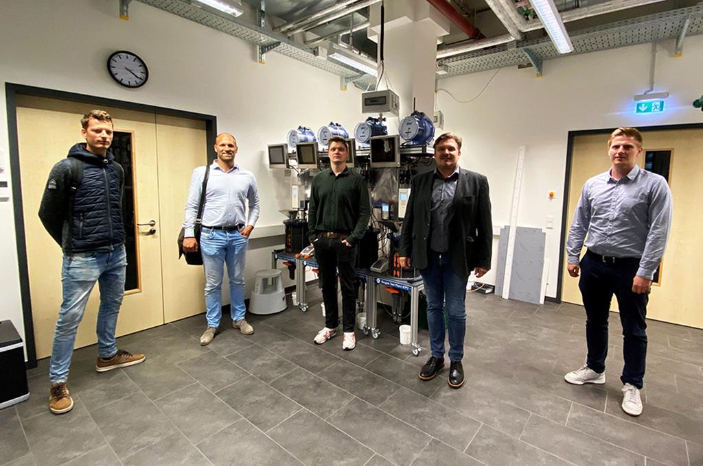 Wollen aus biologischen Reststoffen Energie gewinnen: Robert Wassenaar (CCS), Dr. Gijs van Pruissen (CCS), Tobias Weide (FH Münster), Dr. Elmar Brügging (FH Münster), Tim Wewering (FH Münster). (Bild: FH Münster | FB EGU).