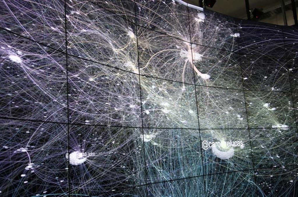 Datenströme auf der Megapixel-Displaywand Hornet